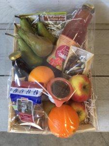 Fruitbedrijf Van den Berge Fruitmand met lekkers 1