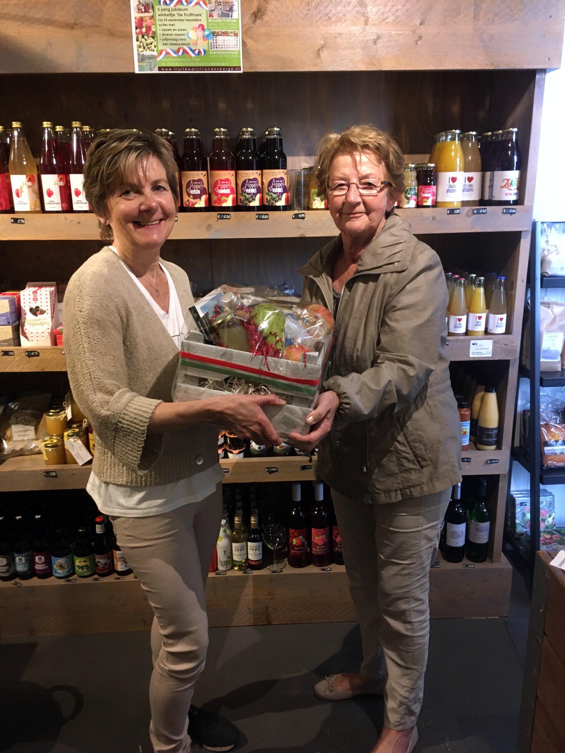 Fruitbedrijf Van den Berge prijsuitreiking 5 jarig jubileum